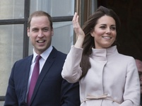 Kate a William �ekaj� d�t�: Cel� sv�t jim gratuluje