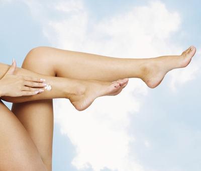Pěkné nohy na léto: Bez plísní a kuřích ok. Jak na to?