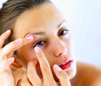 Odborn�k: Kontaktn� �o�ky m�ete nosit i m�s�c v kuse