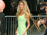 Denise Richards: Z kr�sky je �lachovit� hube�our!