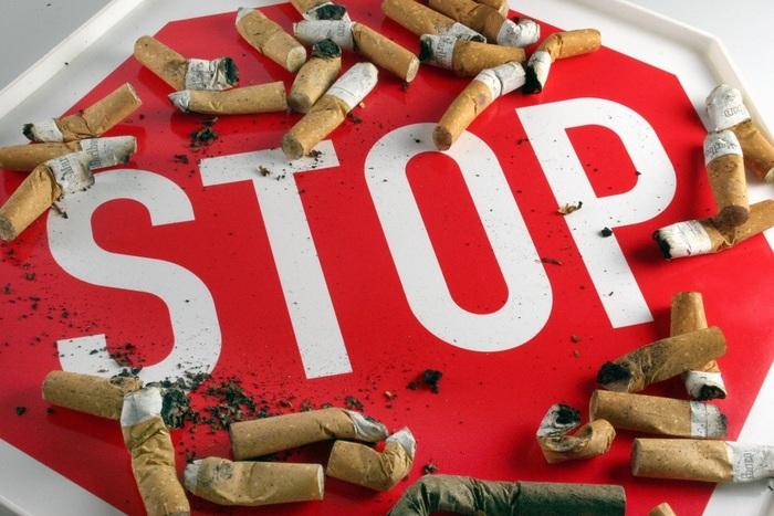 <H2>Zákaz kouření</H2><P>Před 10 lety bylo v USA jen 75 měst, kde bylo zakázáno kouřit na pracovištích, v restauracích a barech. Letos jich už bylo více než 560. Ve 28 státech Unie je zakázáno kouření ve veřejných prostorech: nekuřácké zóny<B> zabezpečily čistší vzduch</B>, snížily <B>následky pasivního kuřáctví</B>, prospěly nekuřákům a pomohly kuřákům zbavit se zlozvyku. Navíc významně snížily výskyt <B>srdečních onemocnění i astmatu a dalších plicních chorob</B>. </P>