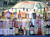 Láhve alkoholu ve výloze