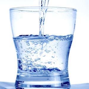 Pijte vodu nala�no! Vyl��� a� 1 000 r�zn�ch nemoc�