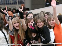 Tokio hotel v Praze - fanynky čekají na koncert