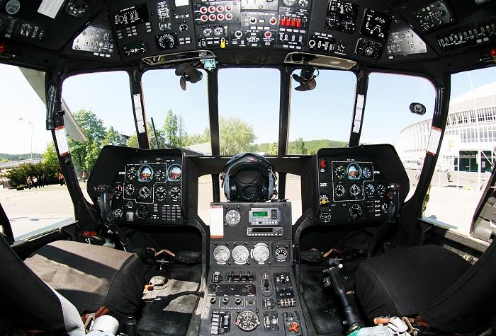Pilotní kabina transportní helikoptéry mi-171sh